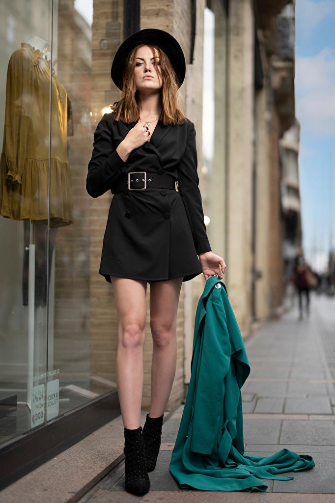 Bilder von Model Zoe Der Hut junge frau Bein Blick Kleid  für Handy Mädchens junge Frauen Starren