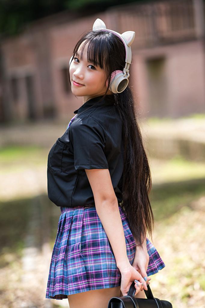 Desktop Hintergrundbilder Schülerin Kopfhörer posiert Mädchens Asiatische Uniform Blick  für Handy Schulmädchen Pose junge frau junge Frauen Asiaten asiatisches Starren