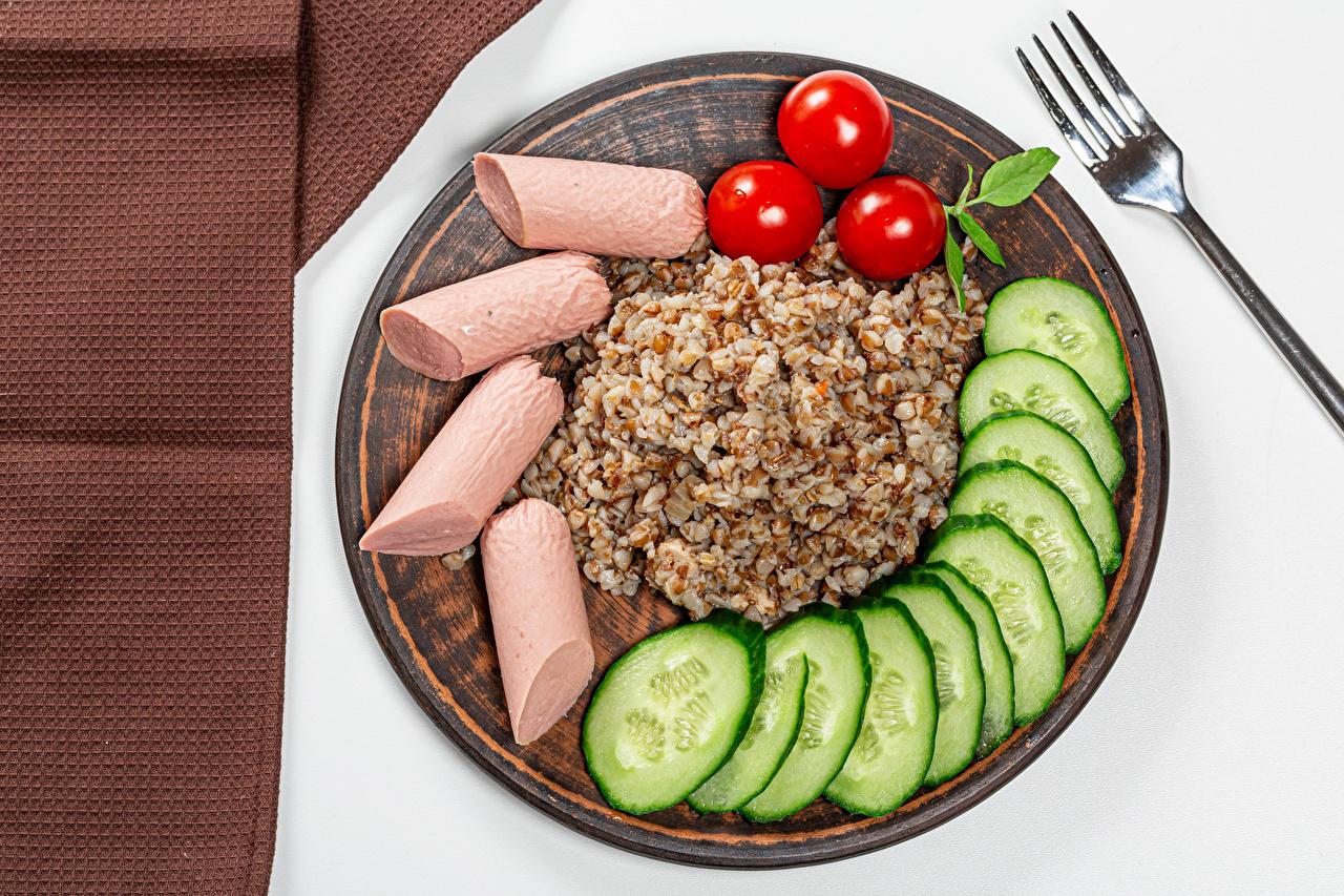 Foto Gurke Tomaten Wiener Würstchen Brei Teller das Essen Tomate Frankfurter Würstel Lebensmittel