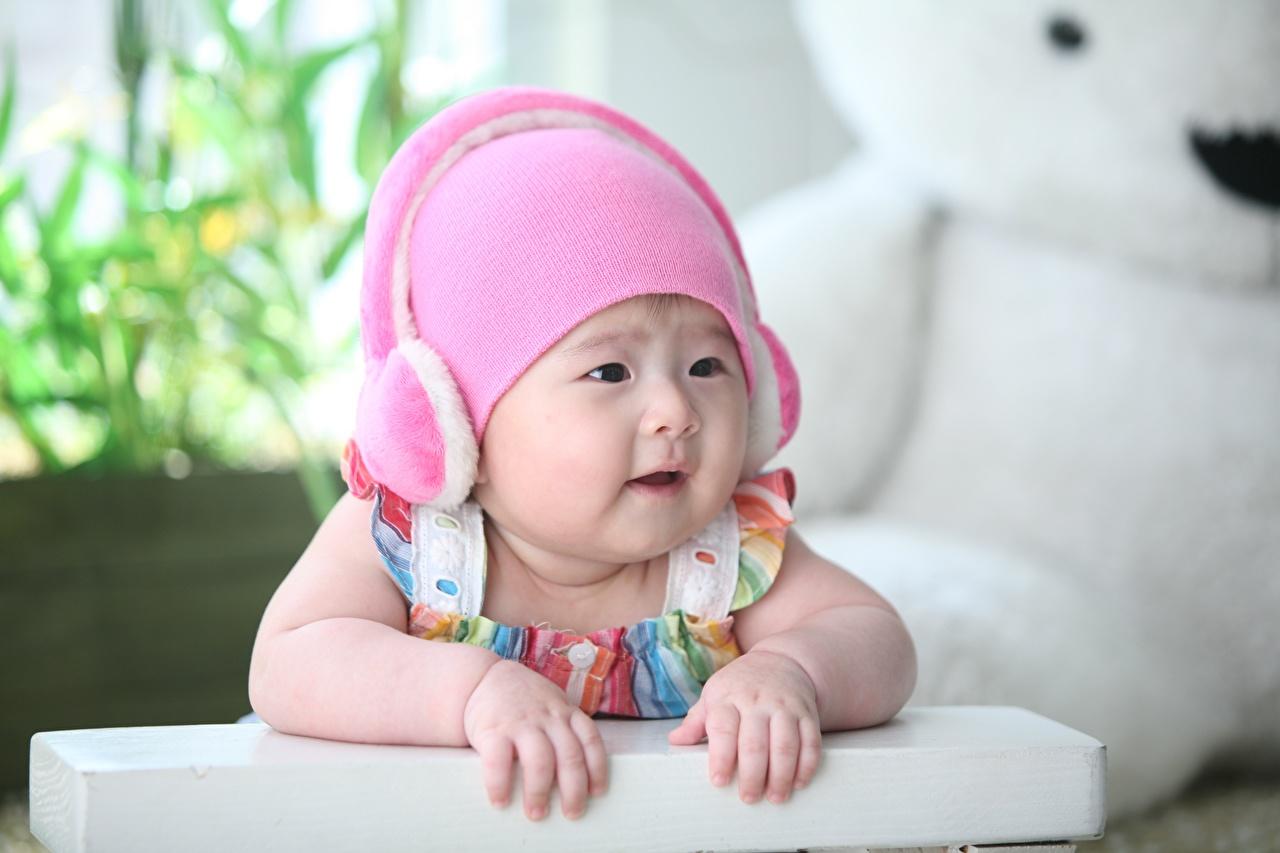Bilder Säugling Kopfhörer Bokeh Kinder Mütze Asiatische Hand Blick Baby unscharfer Hintergrund kind Asiaten asiatisches Starren