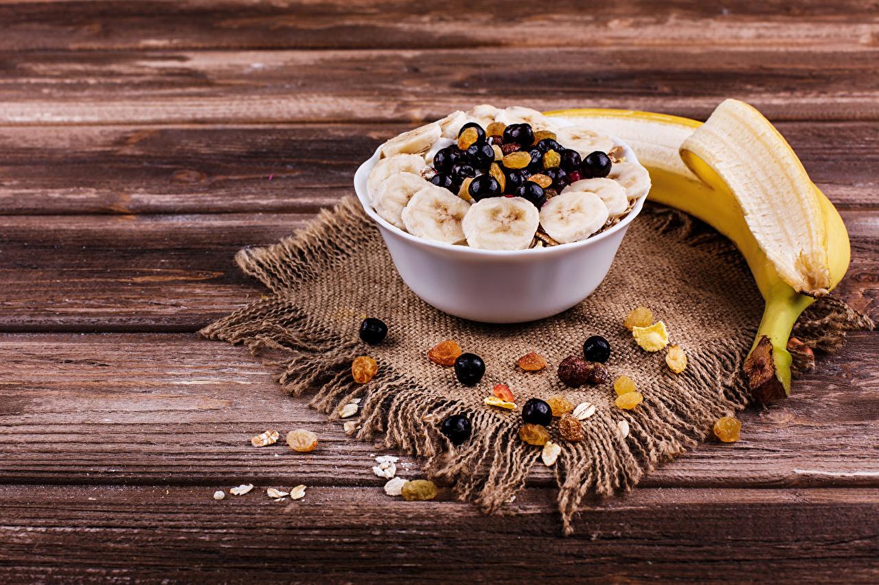 Pictures Raisin Bananas Food Berry Muesli Wood planks Boards