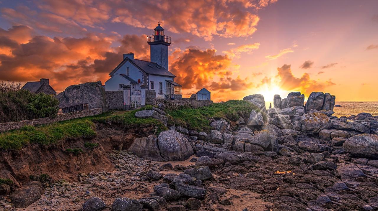 Desktop Hintergrundbilder Frankreich Bretagne, Pontusval lighthouse Natur Leuchtturm Morgen Morgendämmerung und Sonnenuntergang Küste Sonnenaufgänge und Sonnenuntergänge