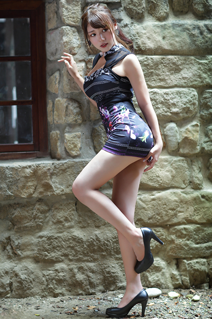 Pictures Pose Girls Legs Asian Staring Dress high heels  for Mobile phone posing female young woman Asiatic Glance gown frock Stilettos
