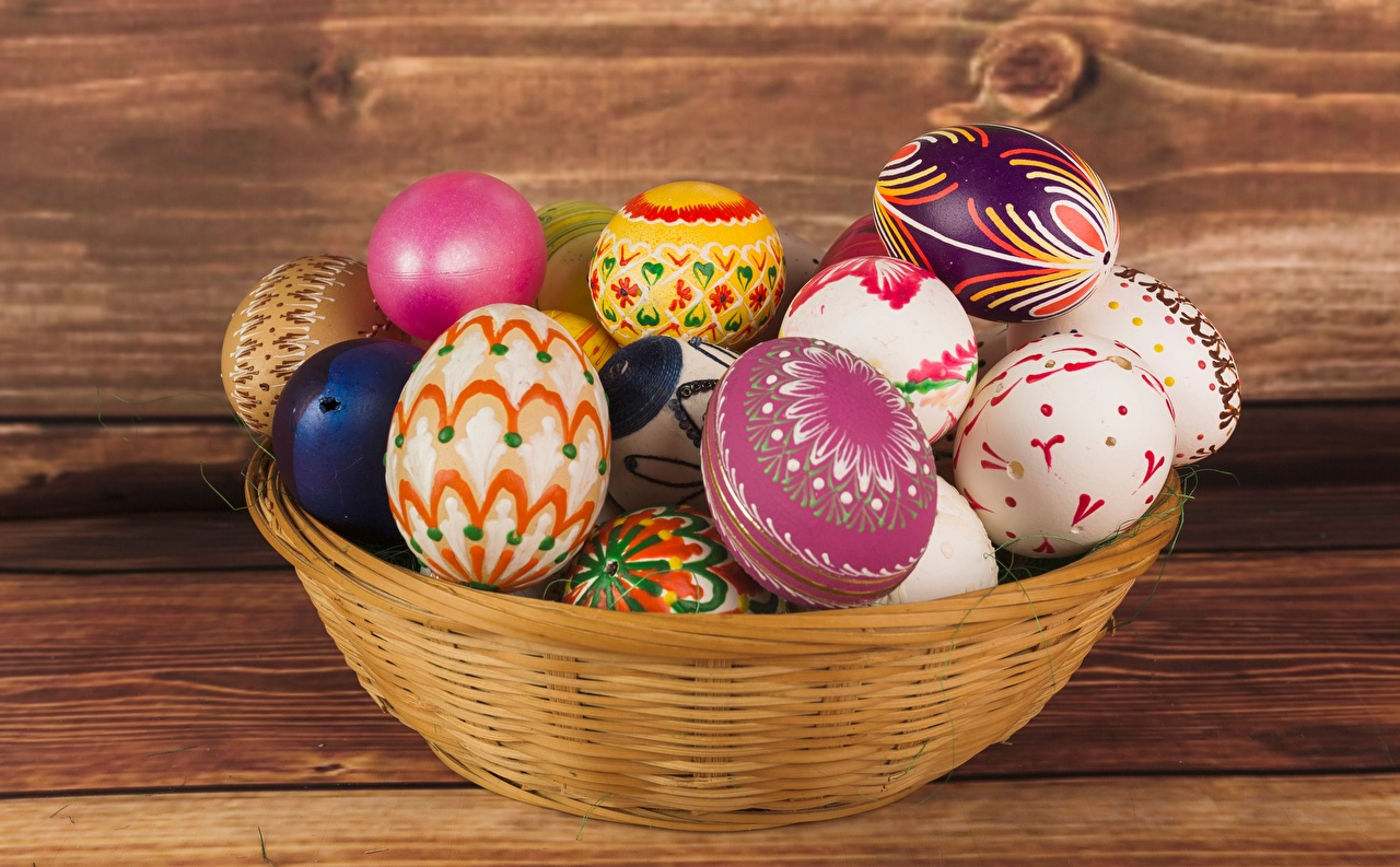 Image Easter Eggs Wicker basket egg