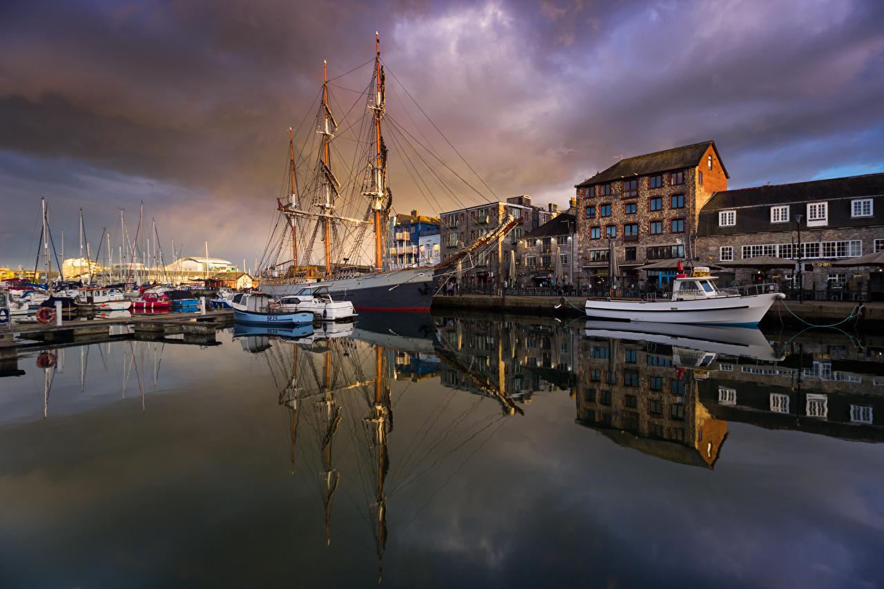 Bilder England Plymouth Fartyg Människor Motorbåt Waterfront Småbåtshamn Städer byggnader Hus stad byggnad