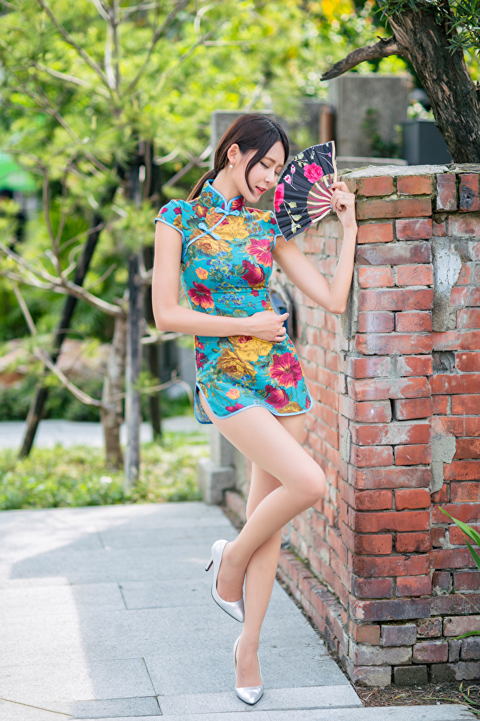 Photo Hand fan posing young woman Legs Asian frock  for Mobile phone Pose Girls female Asiatic gown Dress