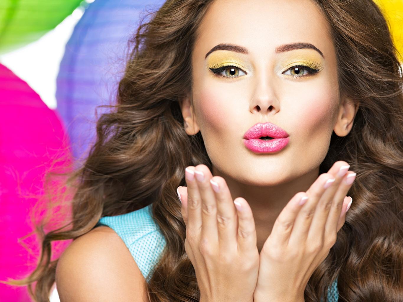 Fotos Make Up Haar Gesicht Mädchens Lippe Hand Schminke junge frau junge Frauen