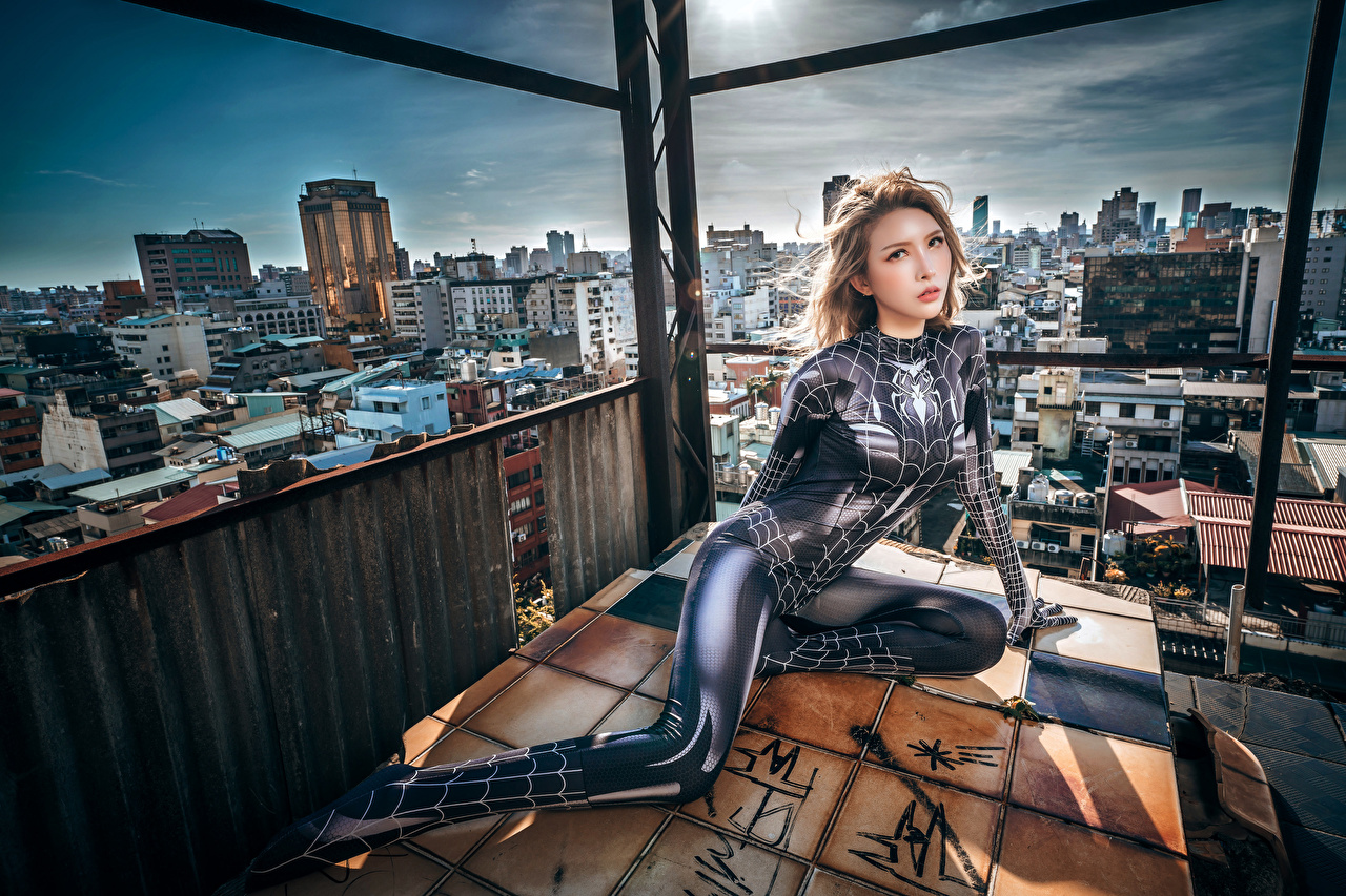 Bilder von Latex spider woman Mädchens asiatisches sitzen Blick junge frau junge Frauen Asiaten Asiatische sitzt Sitzend Starren