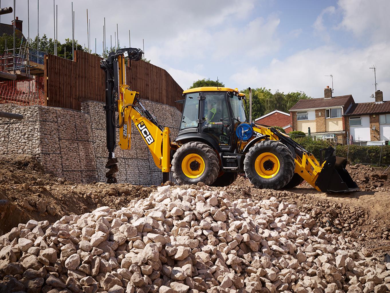 Photos tractors 2015-17 JCB 4CX PilingMaster Side Stones Tractor stone
