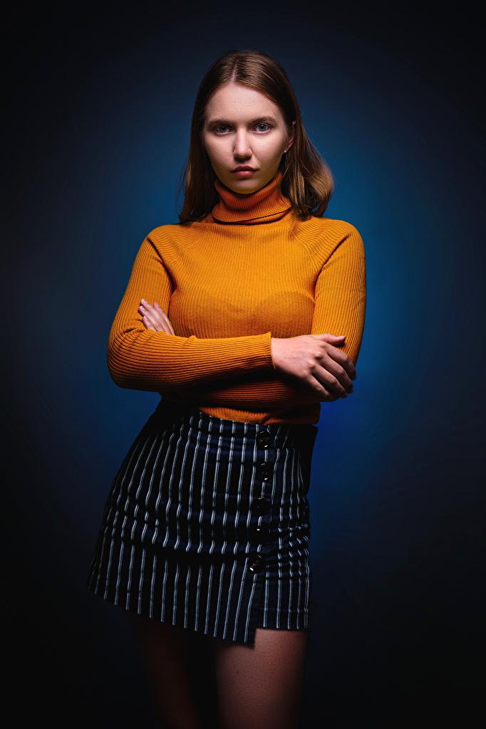 Ulya, Nikolay Bobrovsky Pose Mão Saia Suéter Ver jovem mulher, mulheres jovens, moça, posando Meninas para celular Telemóvel