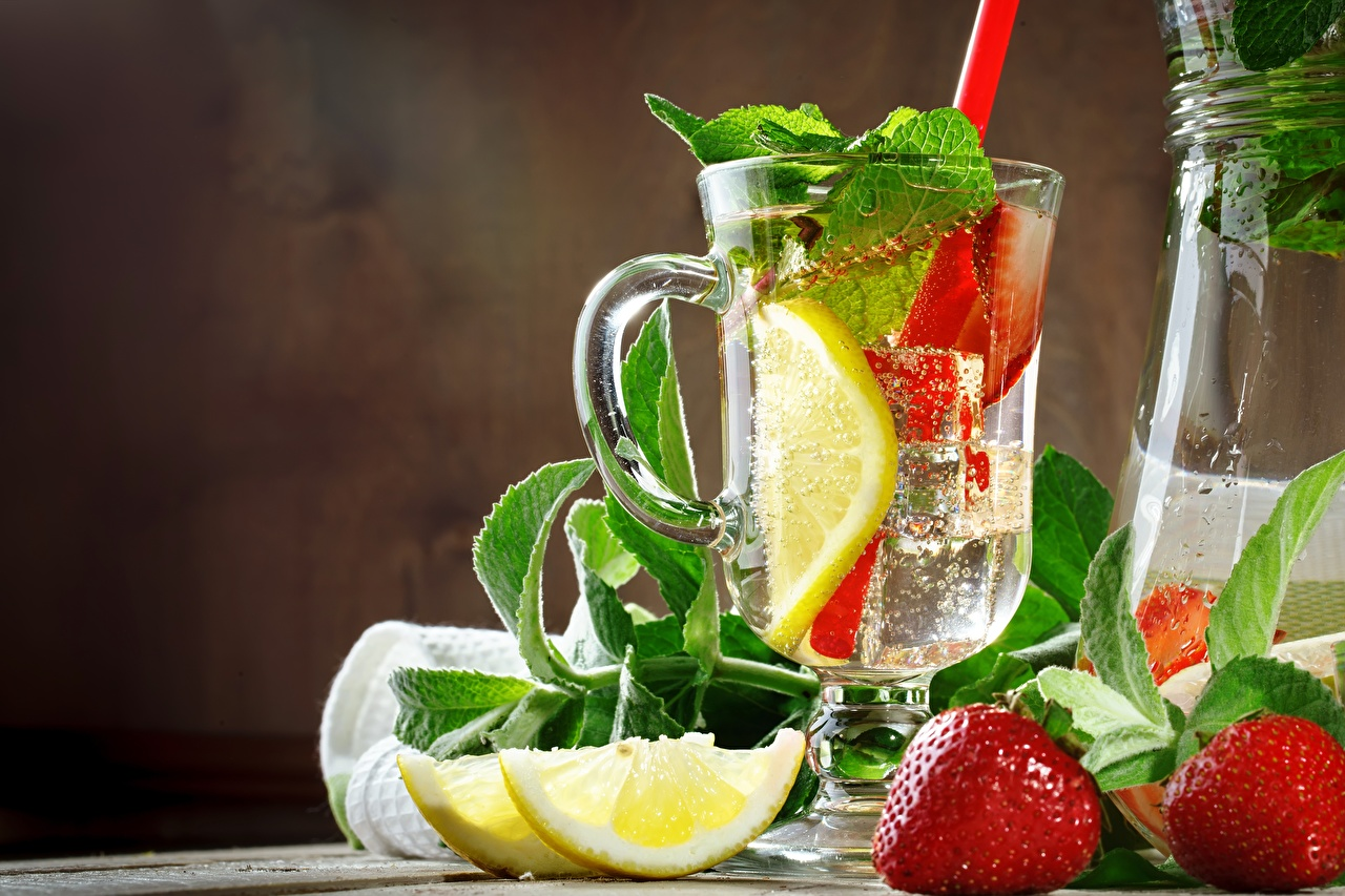 Picture Lemonade mint Lemons Strawberry Cup Food Mentha