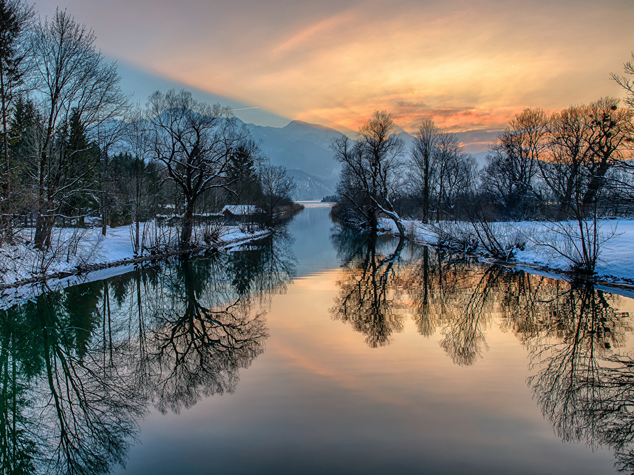 Sfondi Natura Inverno Montagne Paesaggio alba e tramonto Fiumi Alberi montagna Albe e tramonti fiume
