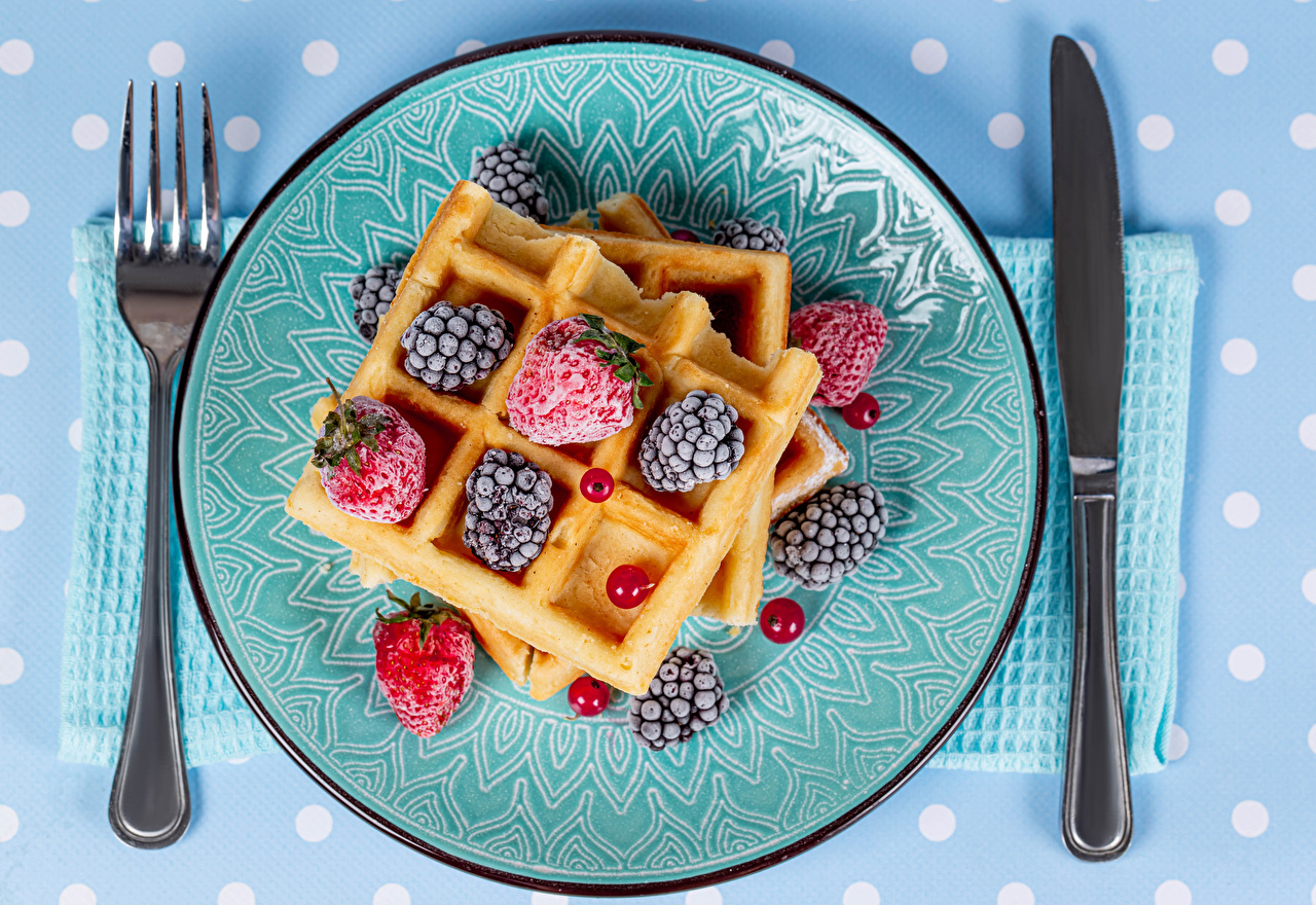 Photo Knife waffle Currant Blackberry Strawberry Food Fork Plate Waffles