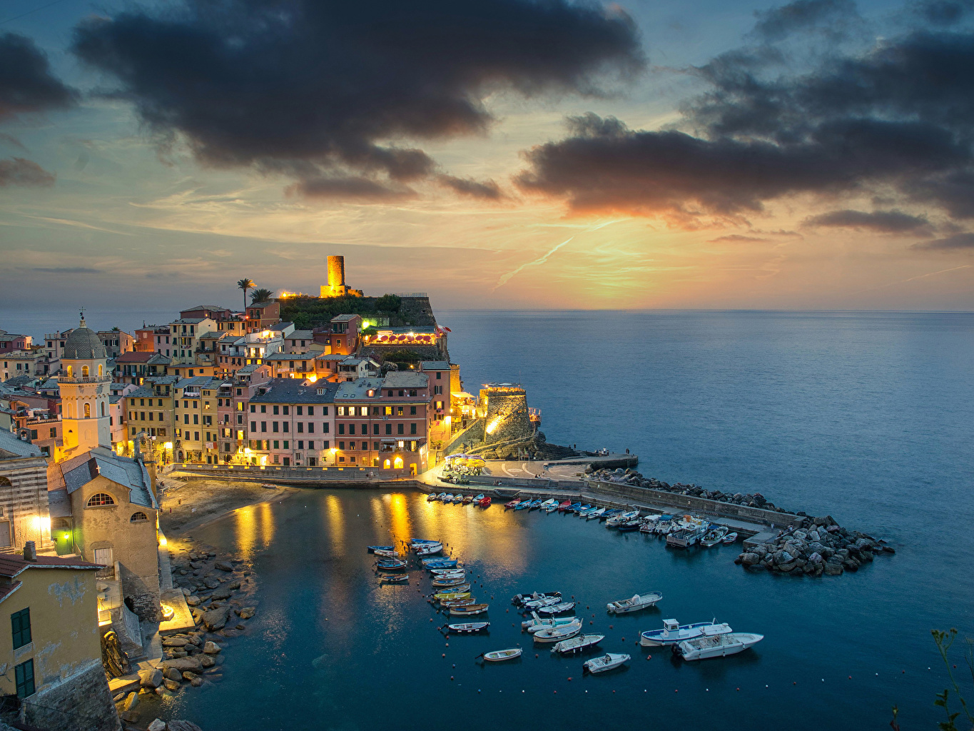 Desktop Wallpapers Vernazza Italy Riverboat Bay Berth Evening Cities Building Pier Marinas Houses