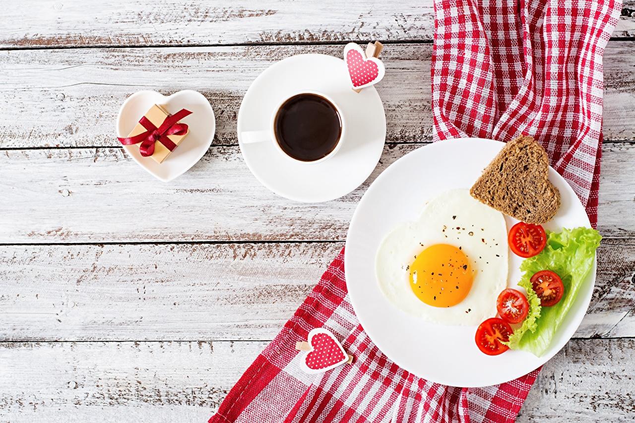 Bilder von Valentinstag Herz Spiegelei Kaffee Frühstück Teller Lebensmittel Bretter