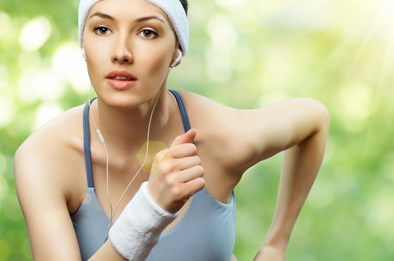 Fotos von Laufen Bokeh Fitness Sport Gesicht junge frau Hand Lauf Laufsport unscharfer Hintergrund Mädchens sportliches junge Frauen