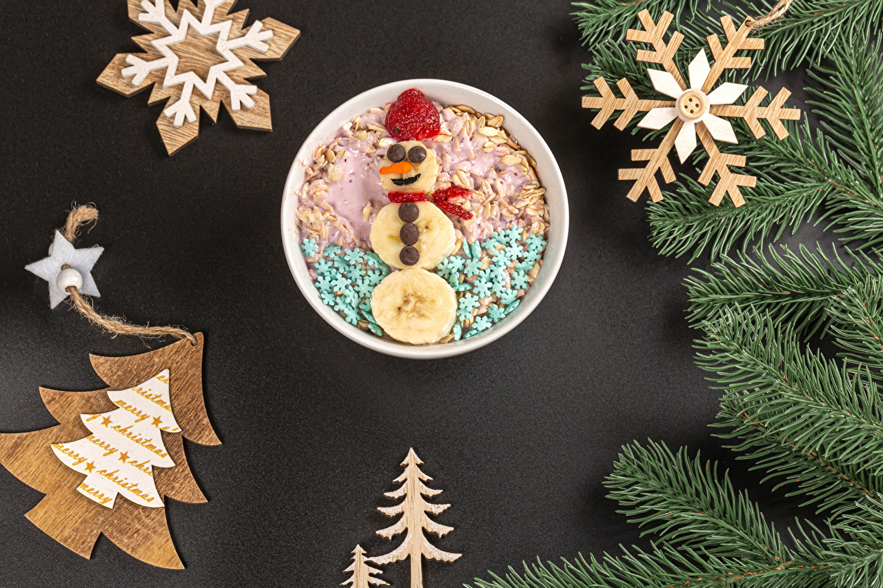 Wallpaper New year Snowflakes New Year tree Snowman Strawberry Food Muesli Branches Gray background Design Christmas Christmas tree Snowmen