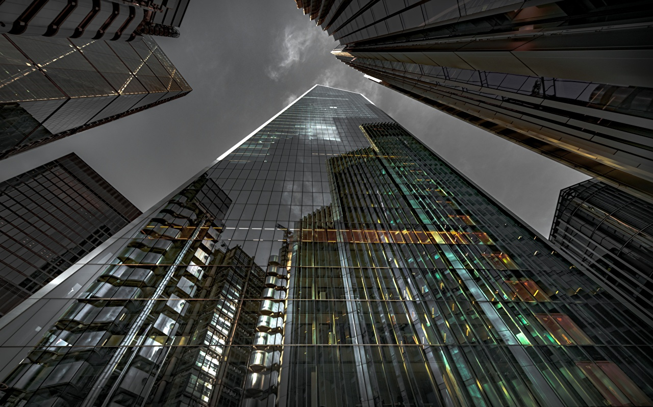 Photo England Bottom view Skyscrapers Cities Building Houses