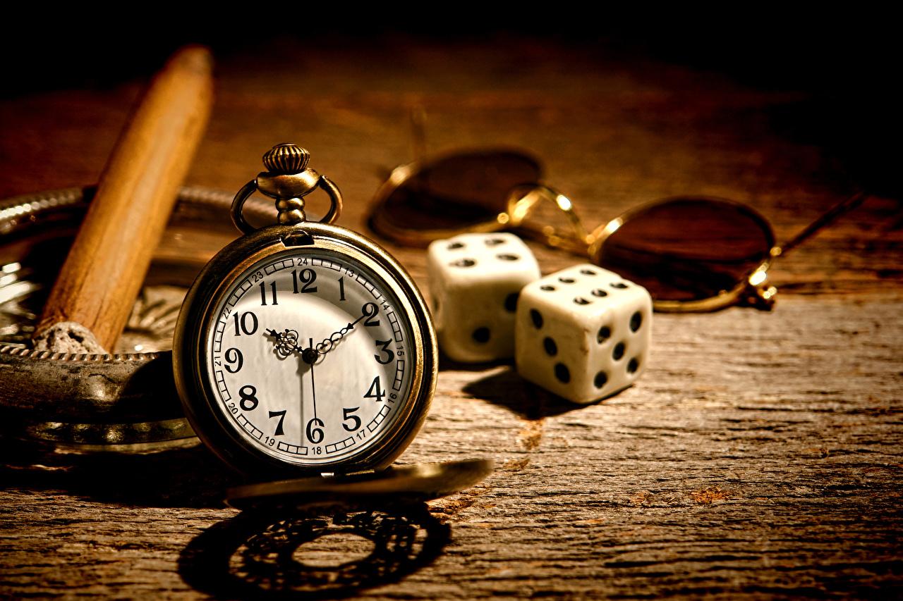 Fotos von Spielwürfel Würfel Taschenuhr Uhr Brille