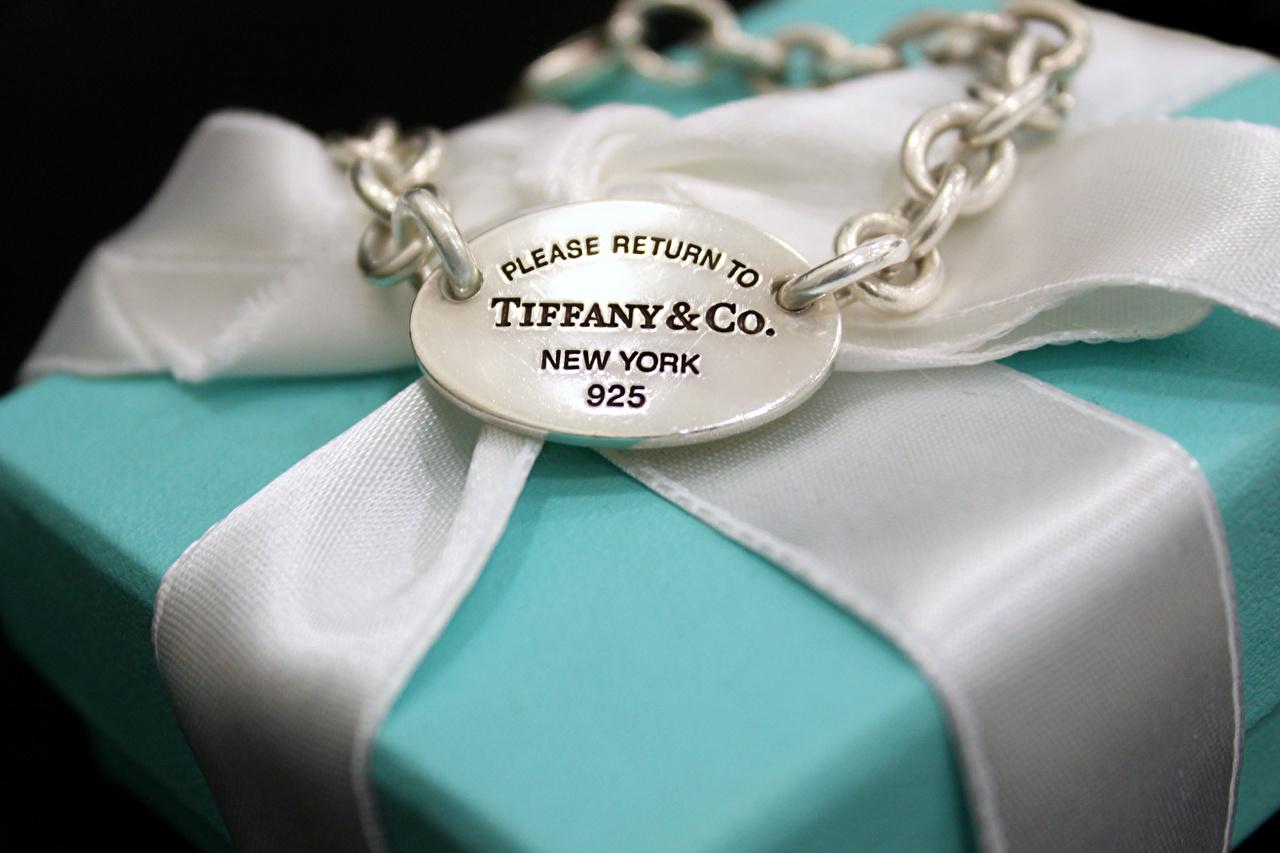 Image Tiffany Box Chain Ribbon Closeup Jewelry