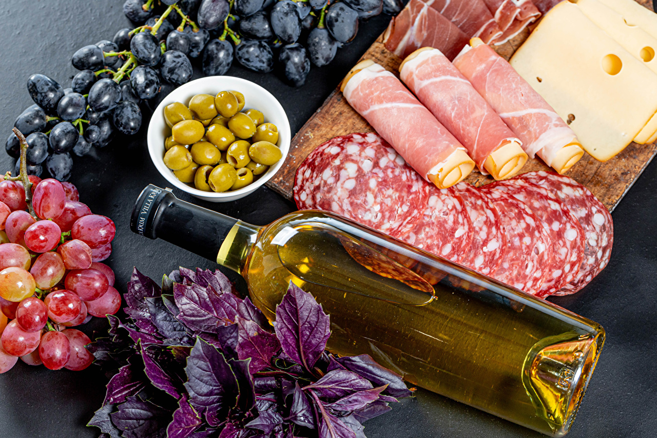 Photo Wine Olive Sausage Ham Cheese Grapes Food Bottle Sliced food Cutting board bottles