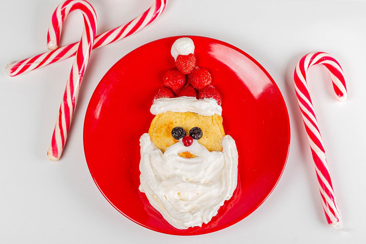 Desktop Wallpapers New year Cream Pancake Lollipop Winter hat Santa Claus Creative Strawberry Food Berry Plate Gray background Christmas hotcake