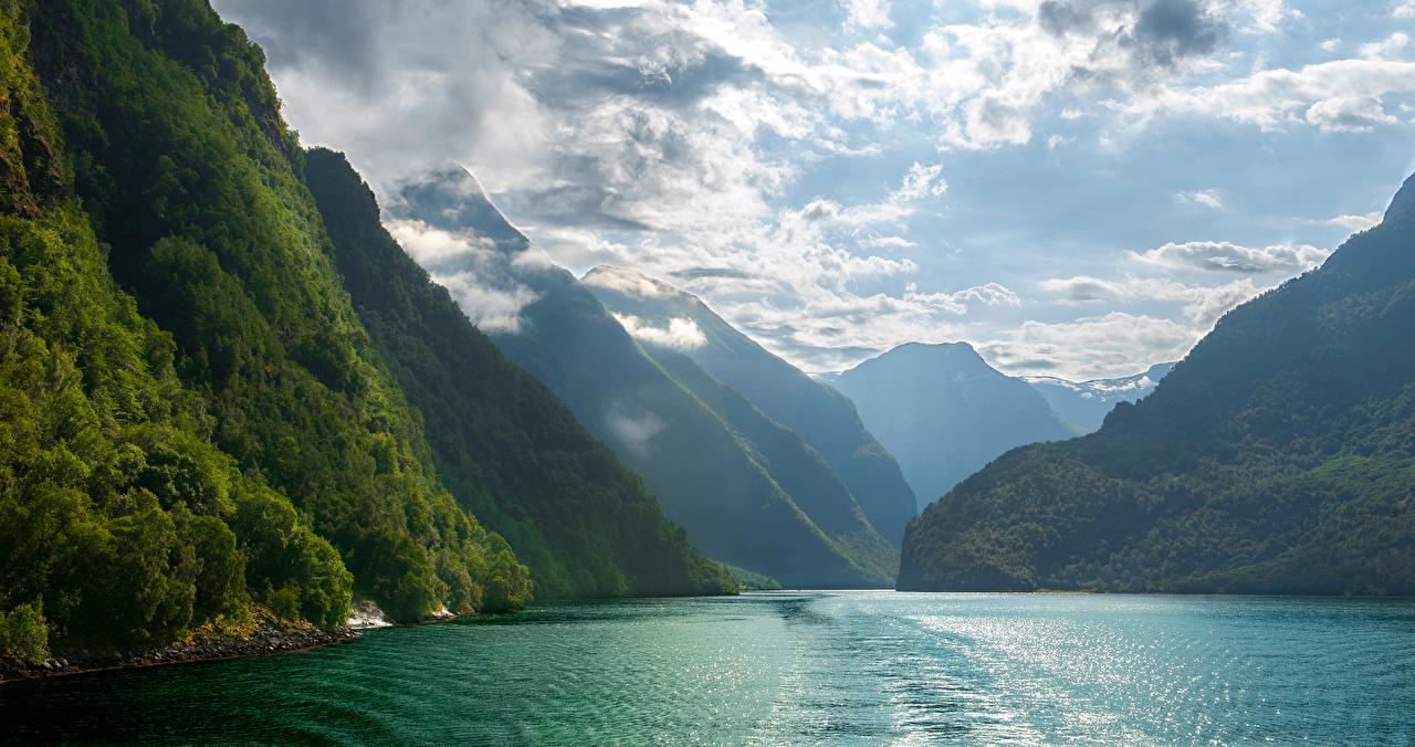 Фотографии Природа Норвегия Nærøyfjorden Горы Фьорд Облака гора облако облачно