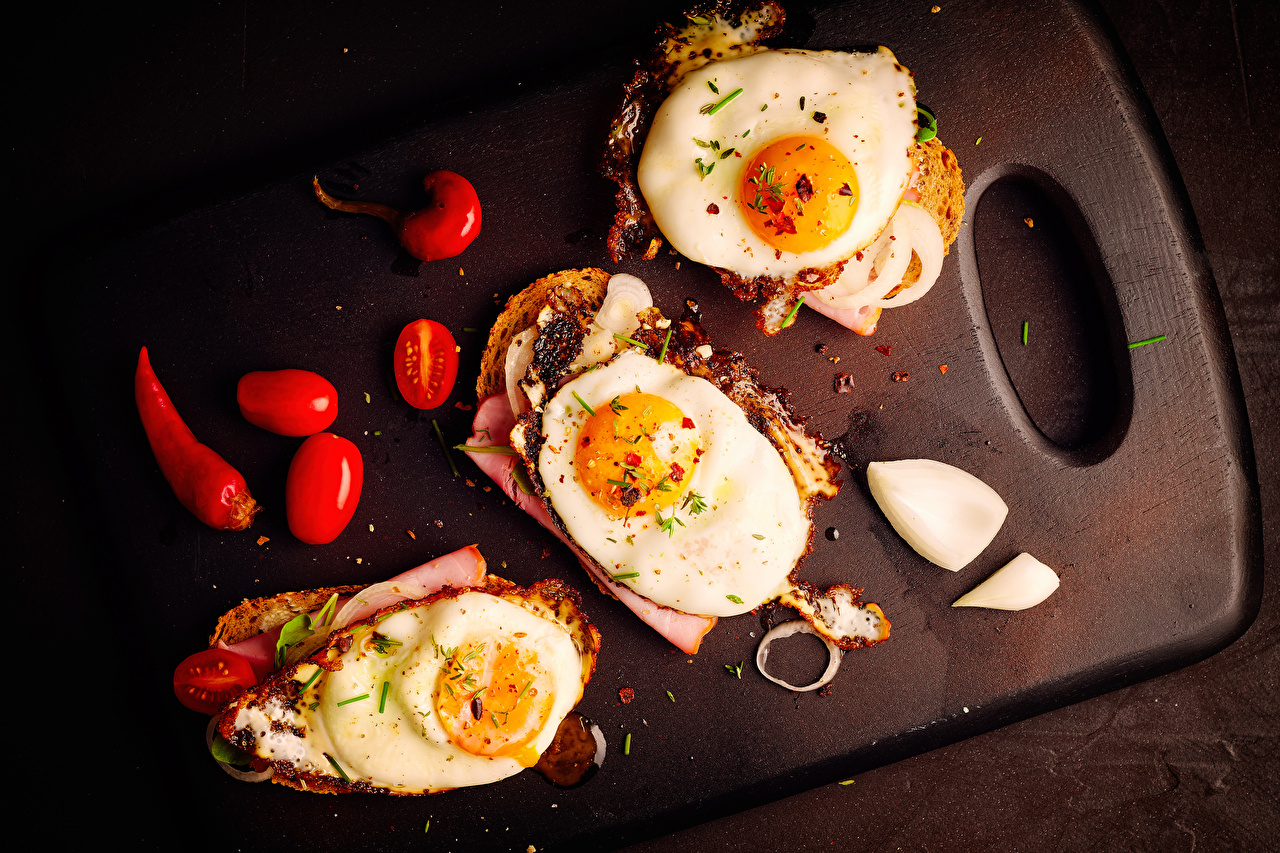 Images Fried egg Tomatoes Butterbrot Food Cutting board