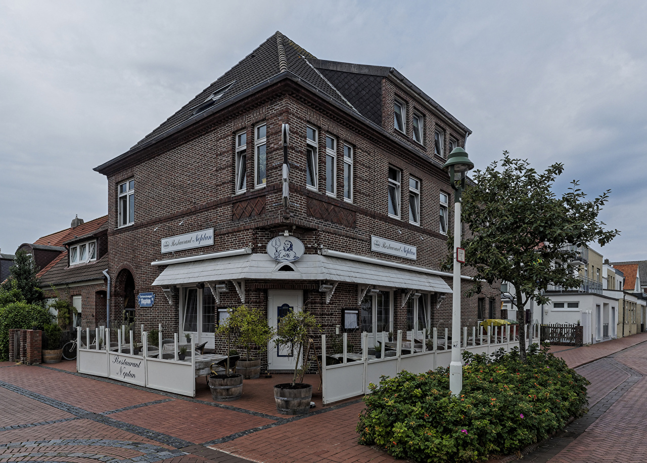 Bilder von Restaurant Deutschland Norderney, Neptun Straße Straßenlaterne Haus Städte Strauch Stadtstraße Gebäude