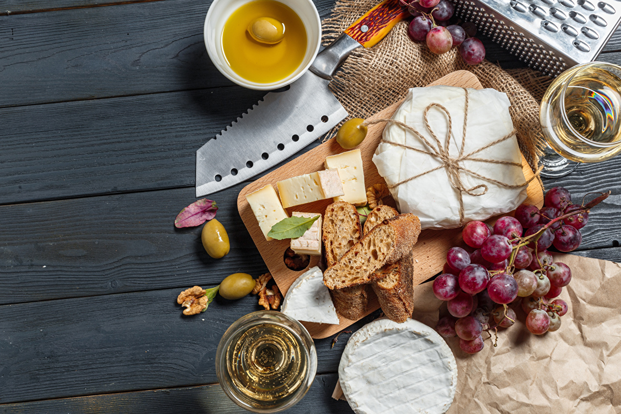 Pictures Knife Wine Olive Bread Cheese Grapes Food Stemware Cutting board boards Wood planks