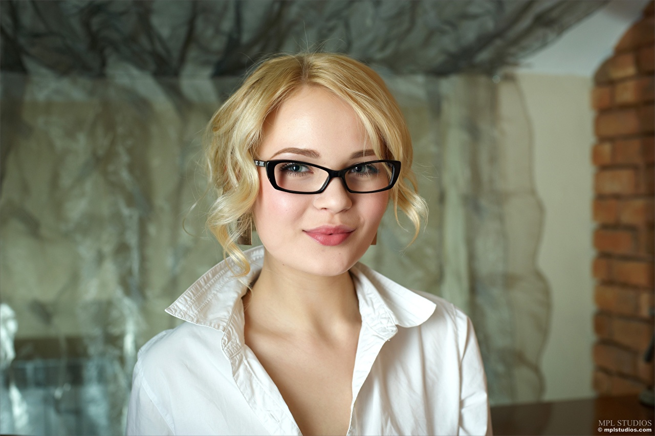 Image Blonde girl Talia Face Girls Glasses Staring female young woman eyeglasses Glance