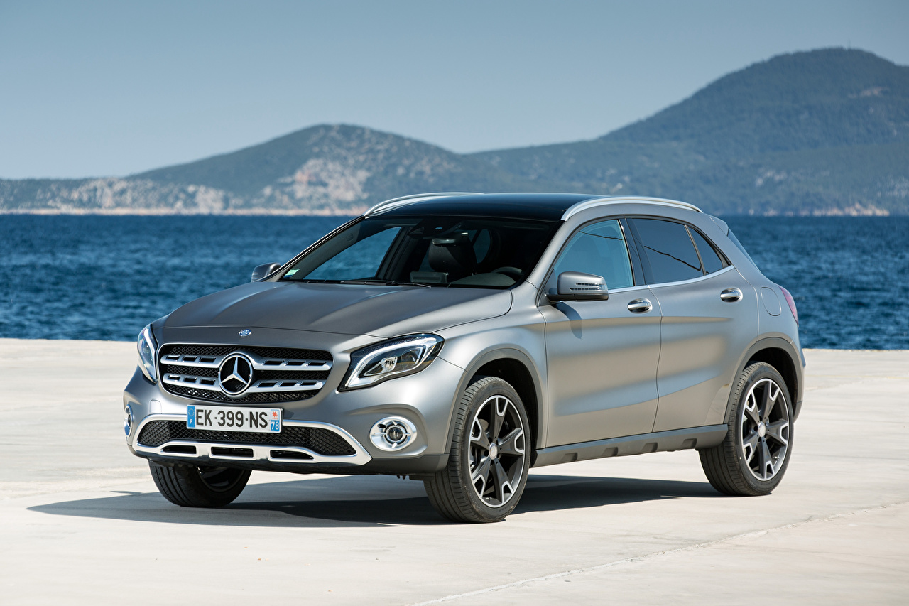 Photo Mercedes-Benz CUV GLA 220 d, 4MATIC, Worldwide, X156 Silver color Cars Metallic Crossover auto automobile