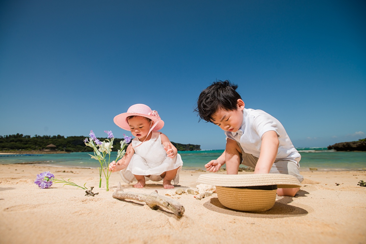 Photos Little girls Boys Playing beaches Children Hat Two Summer Sand Asian play Beach child 2 Asiatic