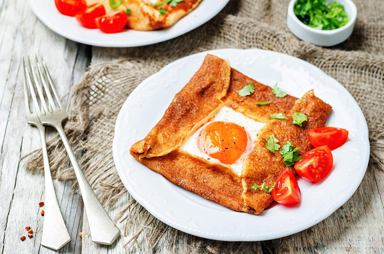 Fotos Spiegelei Tomate Frühstück Gabel Teller Lebensmittel Essgabel
