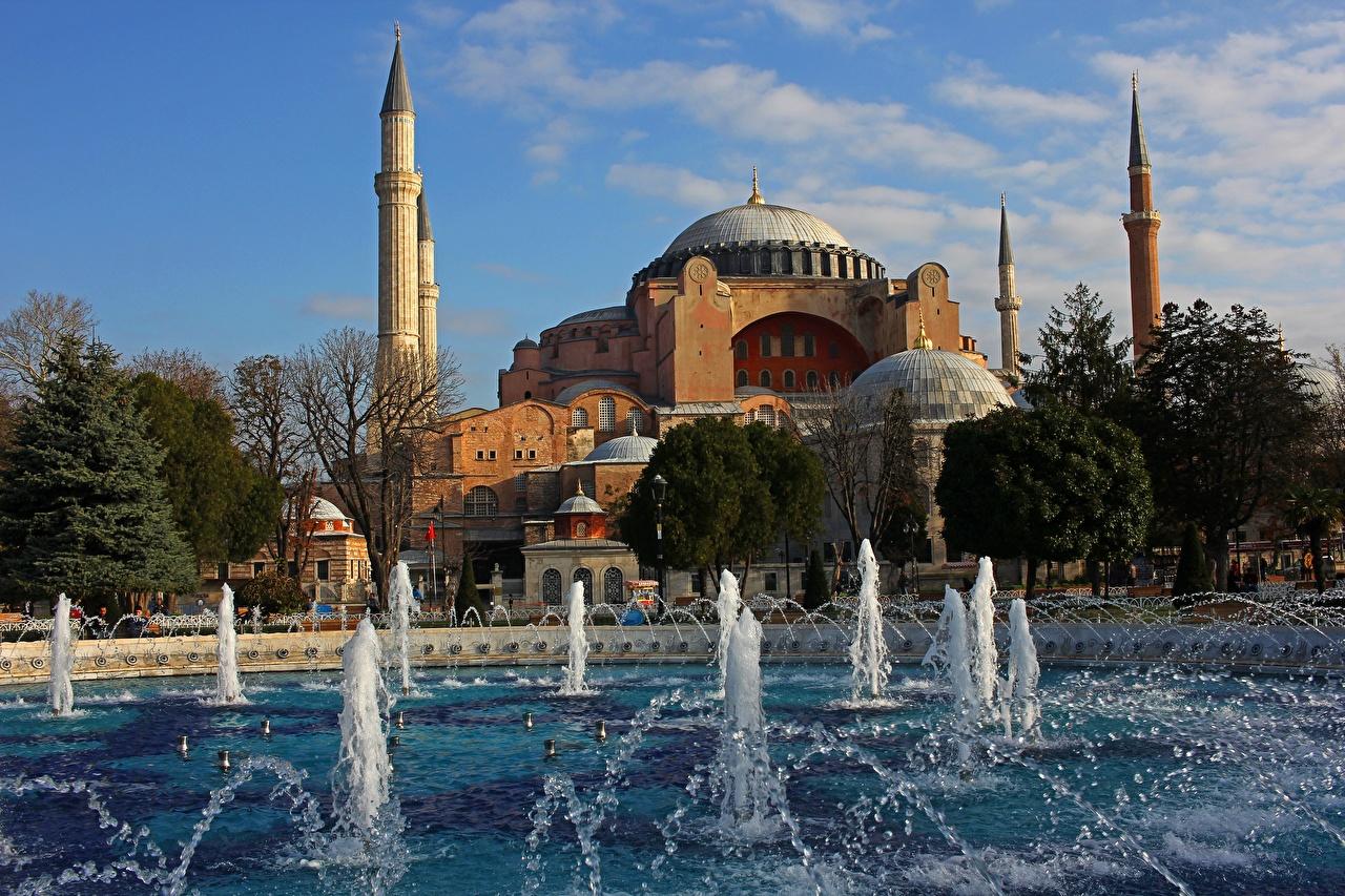 Bilder Istanbul Moské Katedral Turkiet Fontäner Ett torn Städer stad
