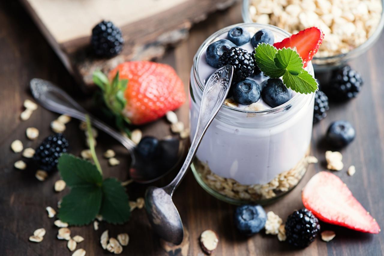 Fotos von Joghurt Heidelbeeren Löffel Lebensmittel