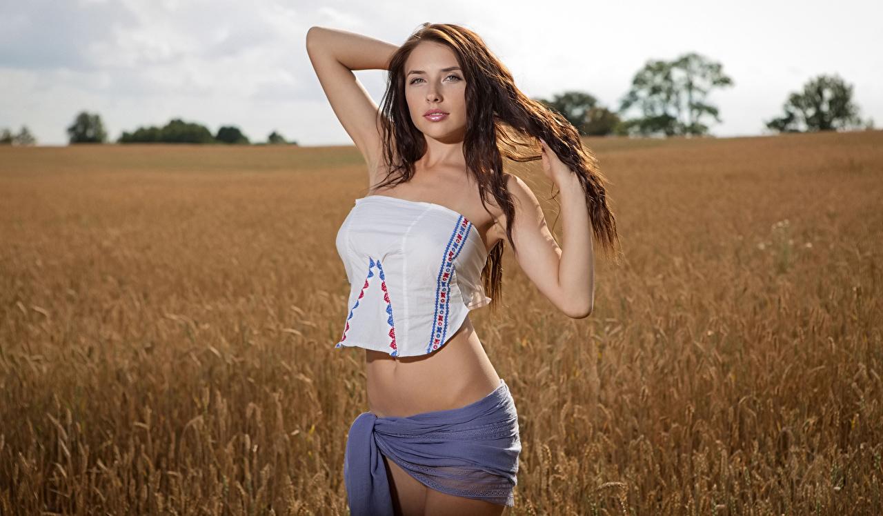 Bilder Braunhaarige Model Niemira Pose schöne junge frau Hand Braune Haare Schön posiert hübsch hübsche schöner schönes hübscher Mädchens junge Frauen