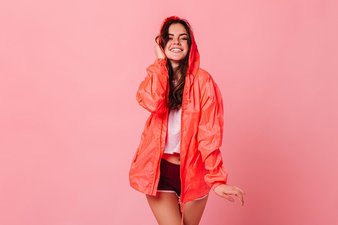 Sorrir Pose Short Manto indumentaria Cor de fundo jovem mulher, mulheres jovens, moça, posando Meninas