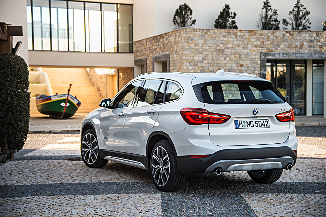 Photo BMW 2015 X1 xDrive xLine F48 White Back view automobile Cars auto