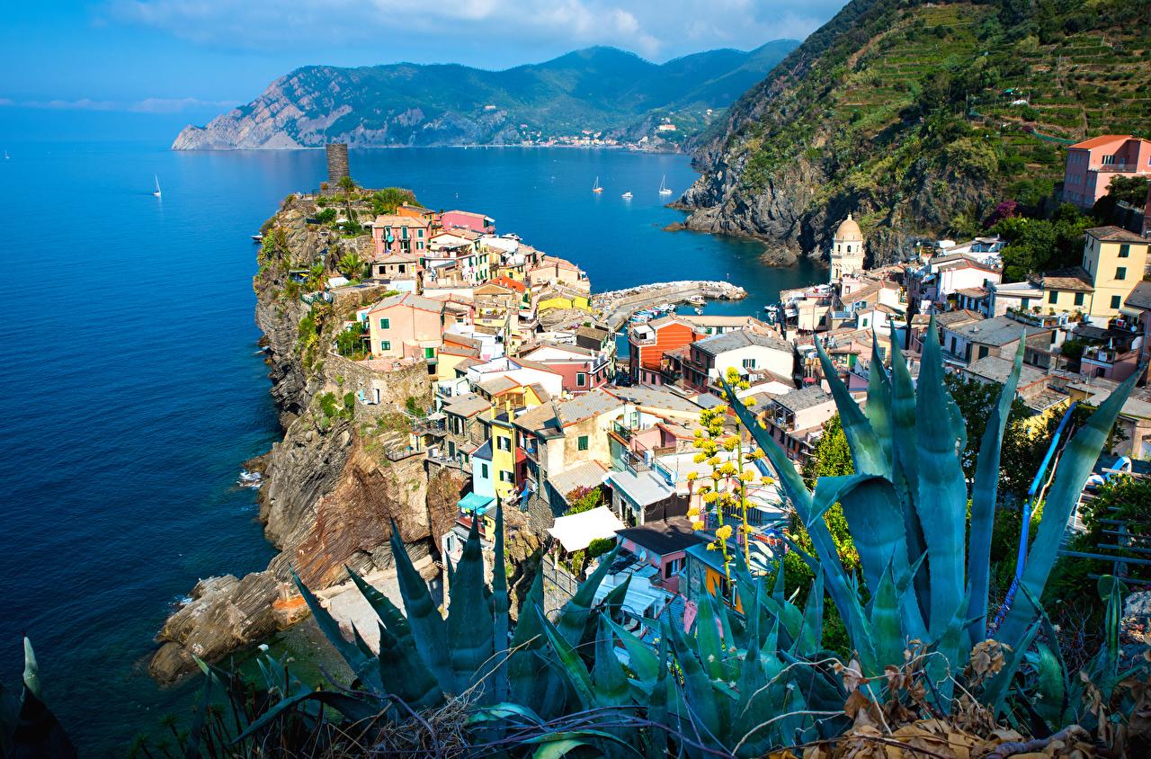 Desktop Wallpapers Vernazza Italy Crag Bay Houses Cities Rock Cliff Building
