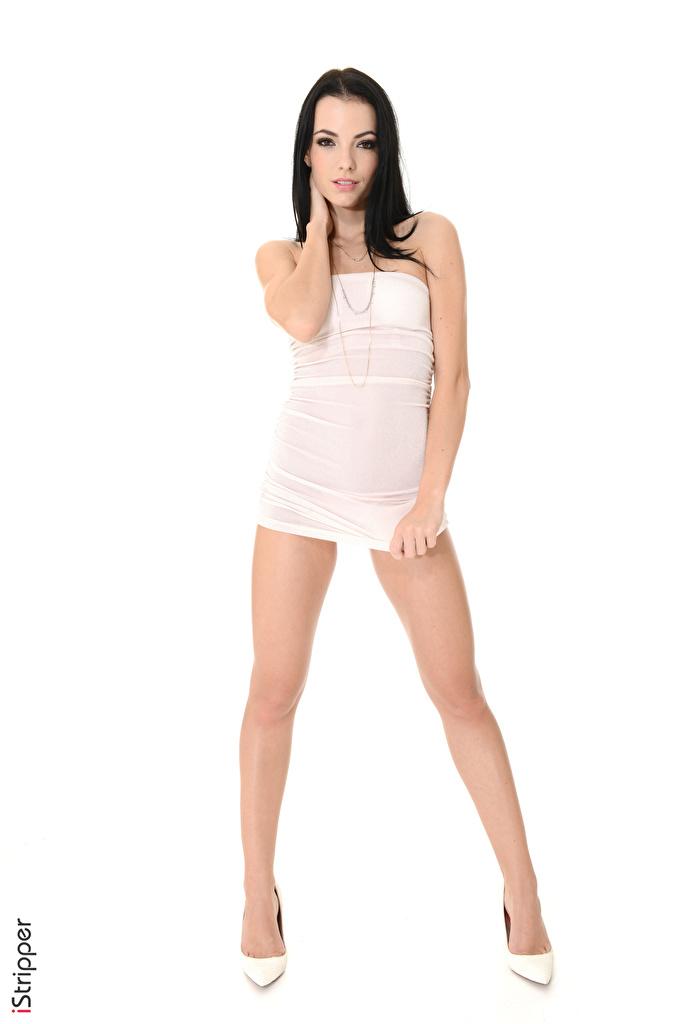 Bilder Sapphira A Brünette iStripper junge frau Bein Hand Weißer hintergrund Kleid High Heels  für Handy Mädchens junge Frauen Stöckelschuh