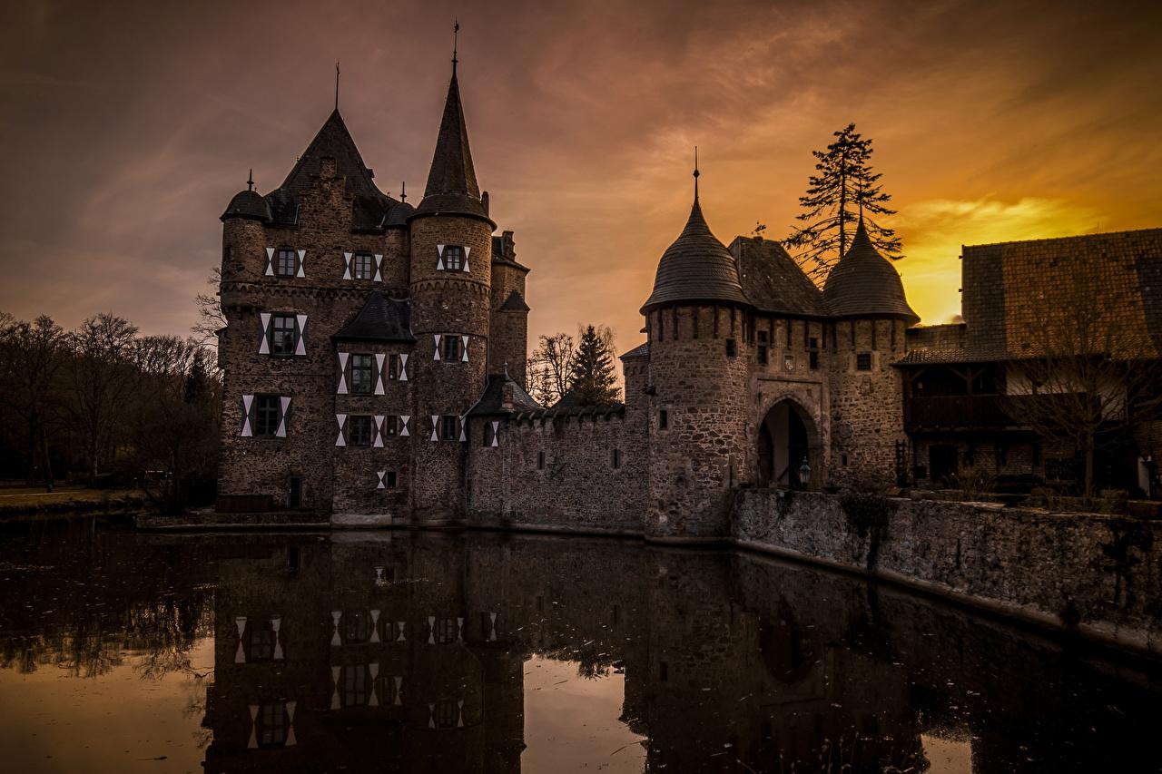 Alemania Castillo Estanque Tarde Burg Satzvey Ciudades