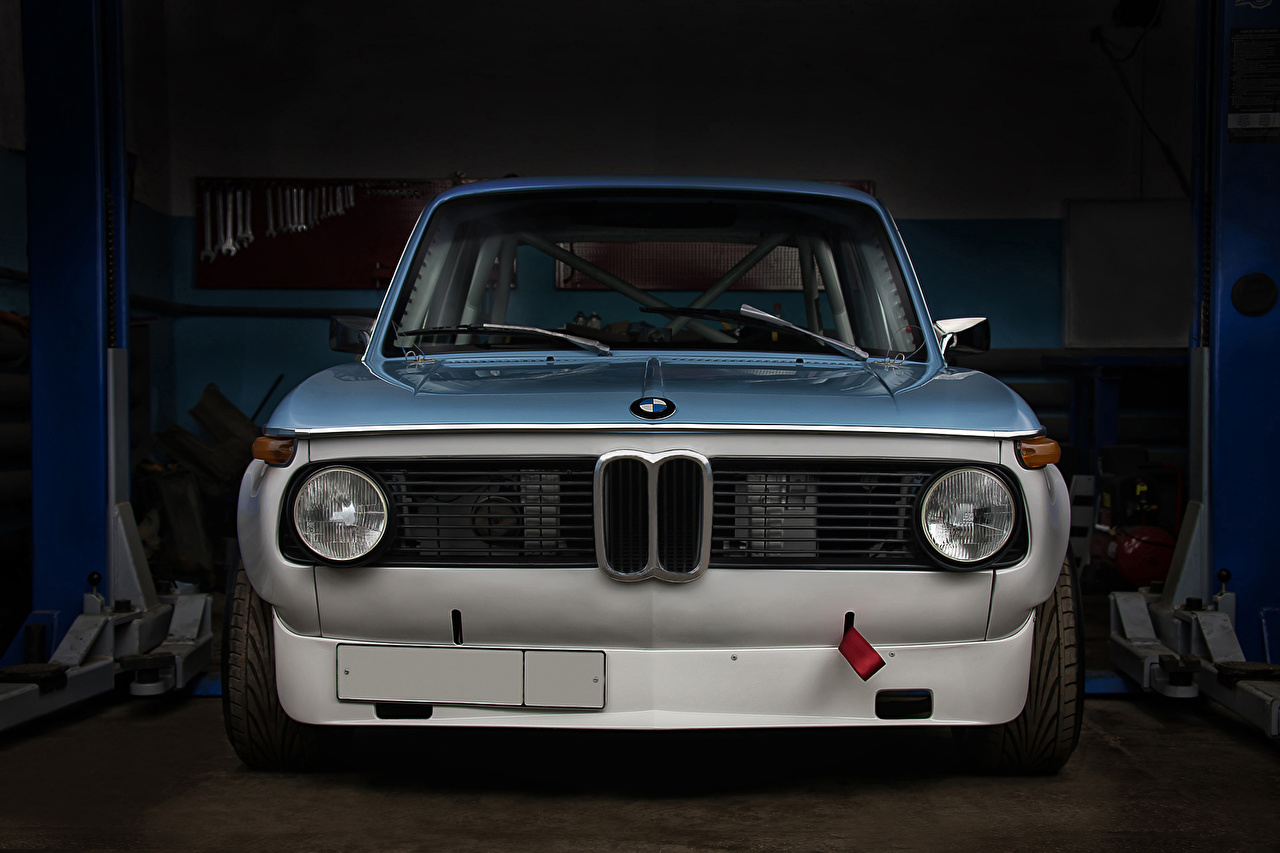 Tapeta BMW Tuning 2002 Turbo Sport KB Garaż Samochody Widok z przodu Reflektory samochodowe garażu garażem samochód