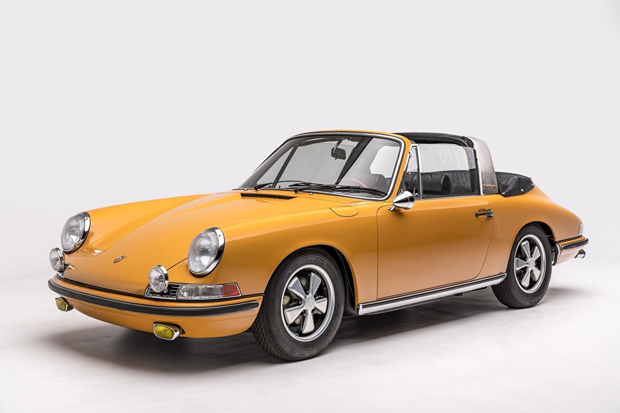 Photo Porsche 911 S 2.0 Targa Sportomatic Retro Yellow automobile antique Vintage auto Cars