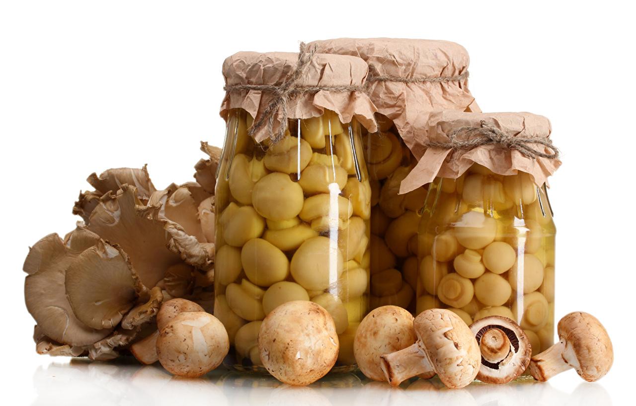 Photo Jar Mushrooms Food White background