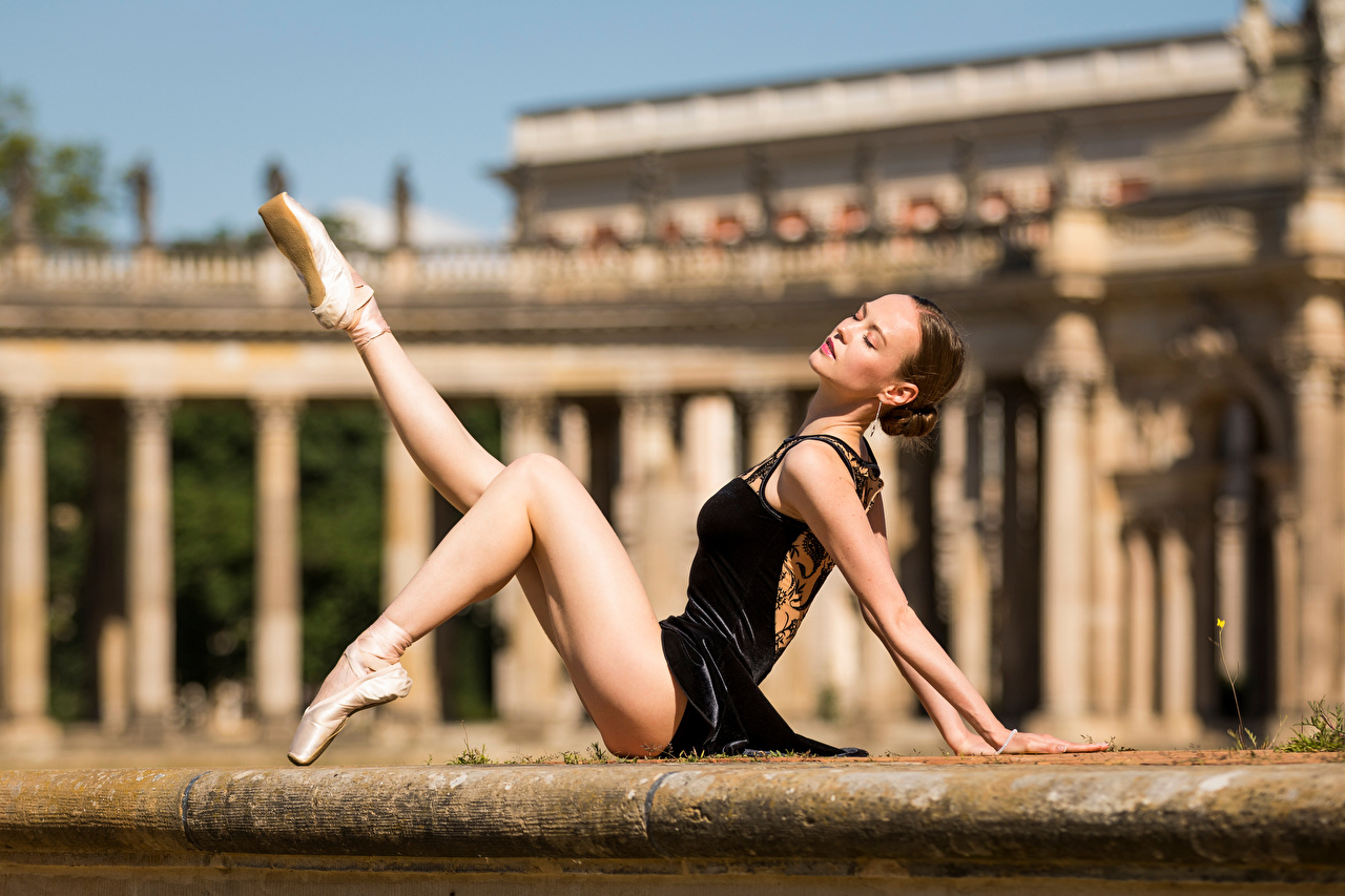 Picture Ballet Bokeh Girls Legs sit blurred background female young woman Sitting