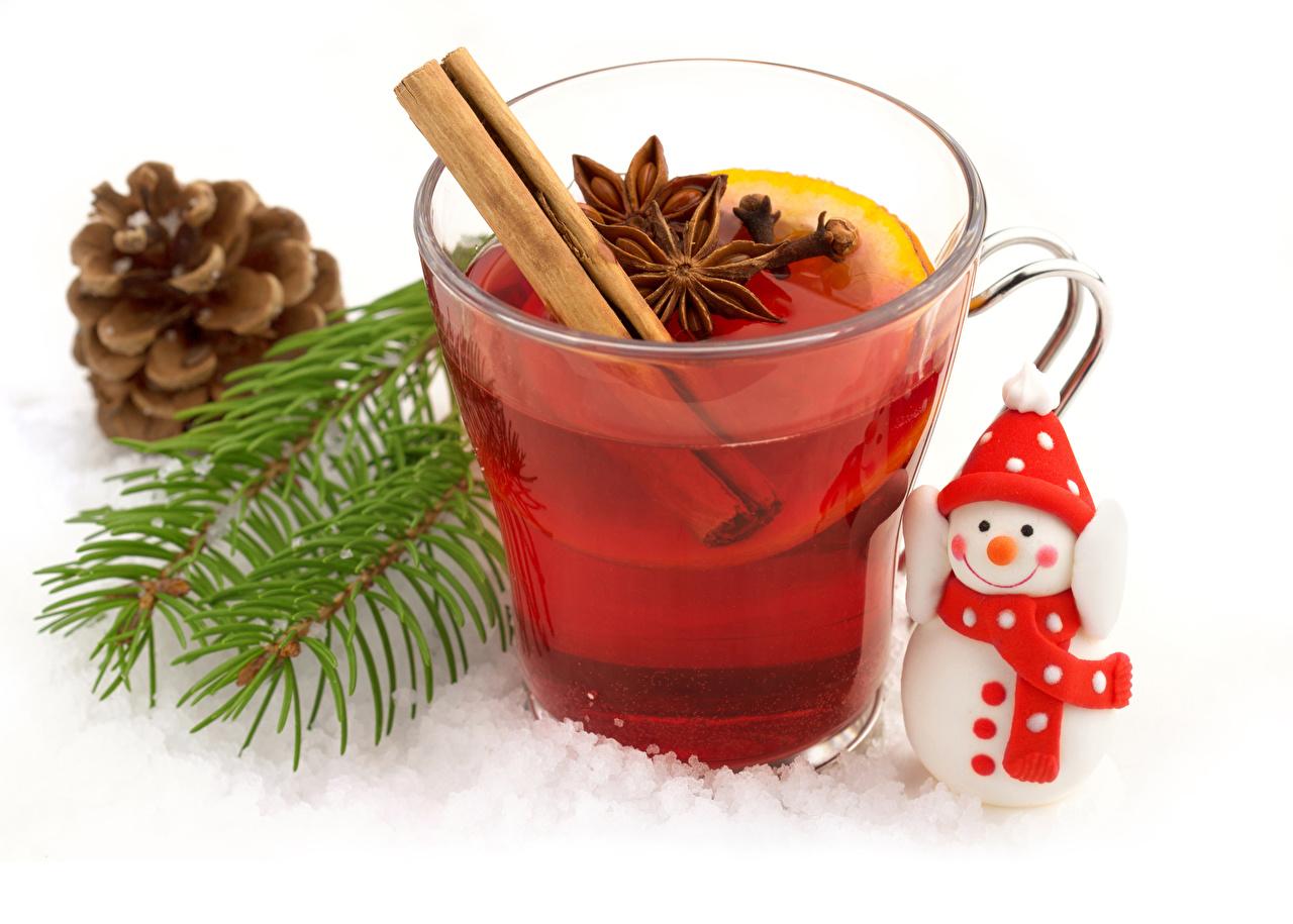 Bilder Tee Sternanis Schneemänner Ast Tasse Zapfen Lebensmittel Weißer hintergrund