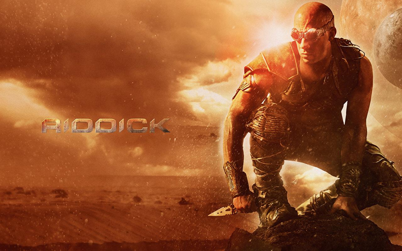 Bilder på skrivbordet Riddick 2013 Vin Diesel en man Filmer Glasögon Kändisar Män film