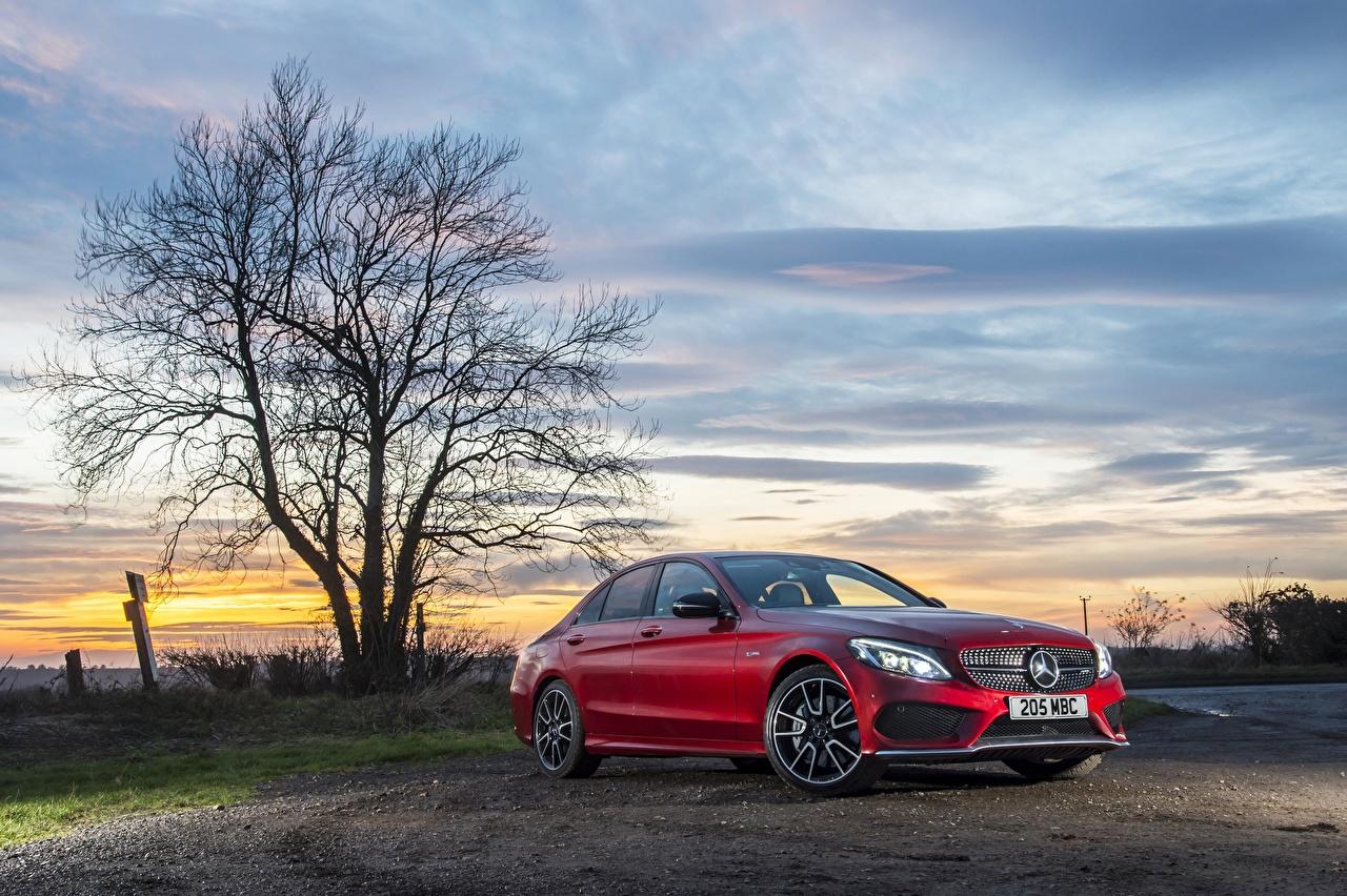 Mercedes-Benz_C-Class_W205_Red_Sedan_563274_1280x852.jpg