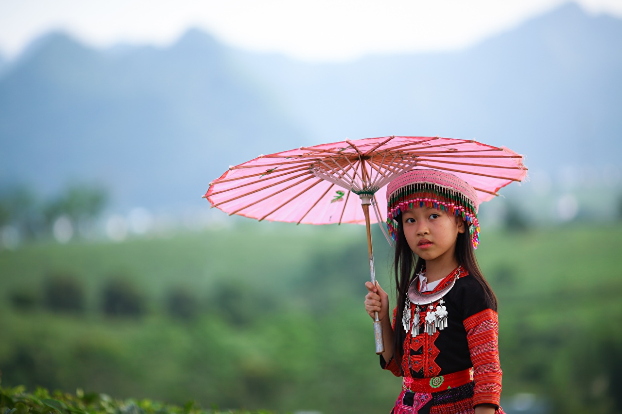 Photos Little girls blurred background Children Asian parasol Glance Bokeh child Asiatic Umbrella Staring